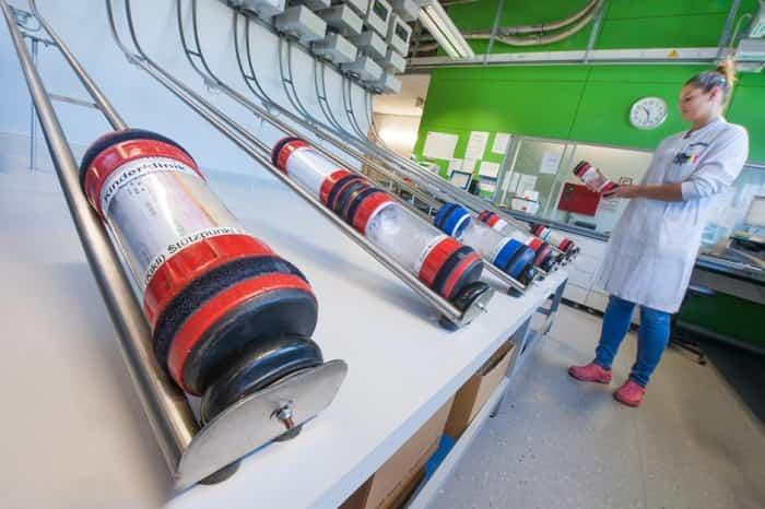 poczta-pneumatyczna-stanowisko-laboratoryjne-stacje-slajd